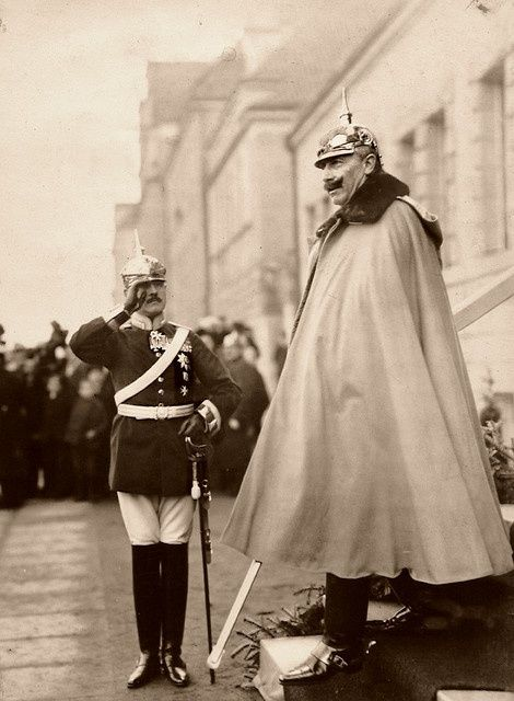 linklayer:illvedere:Wilhelm II the last German Emperor and King of Prussia.What a tiny man next to him
