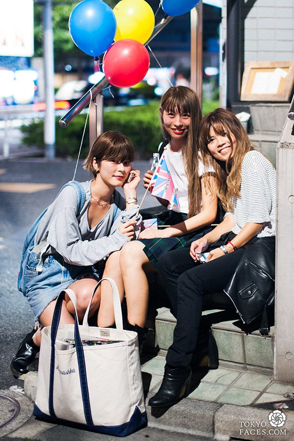 School Girls Sitting on The Street of Harajuku | Tokyo ...