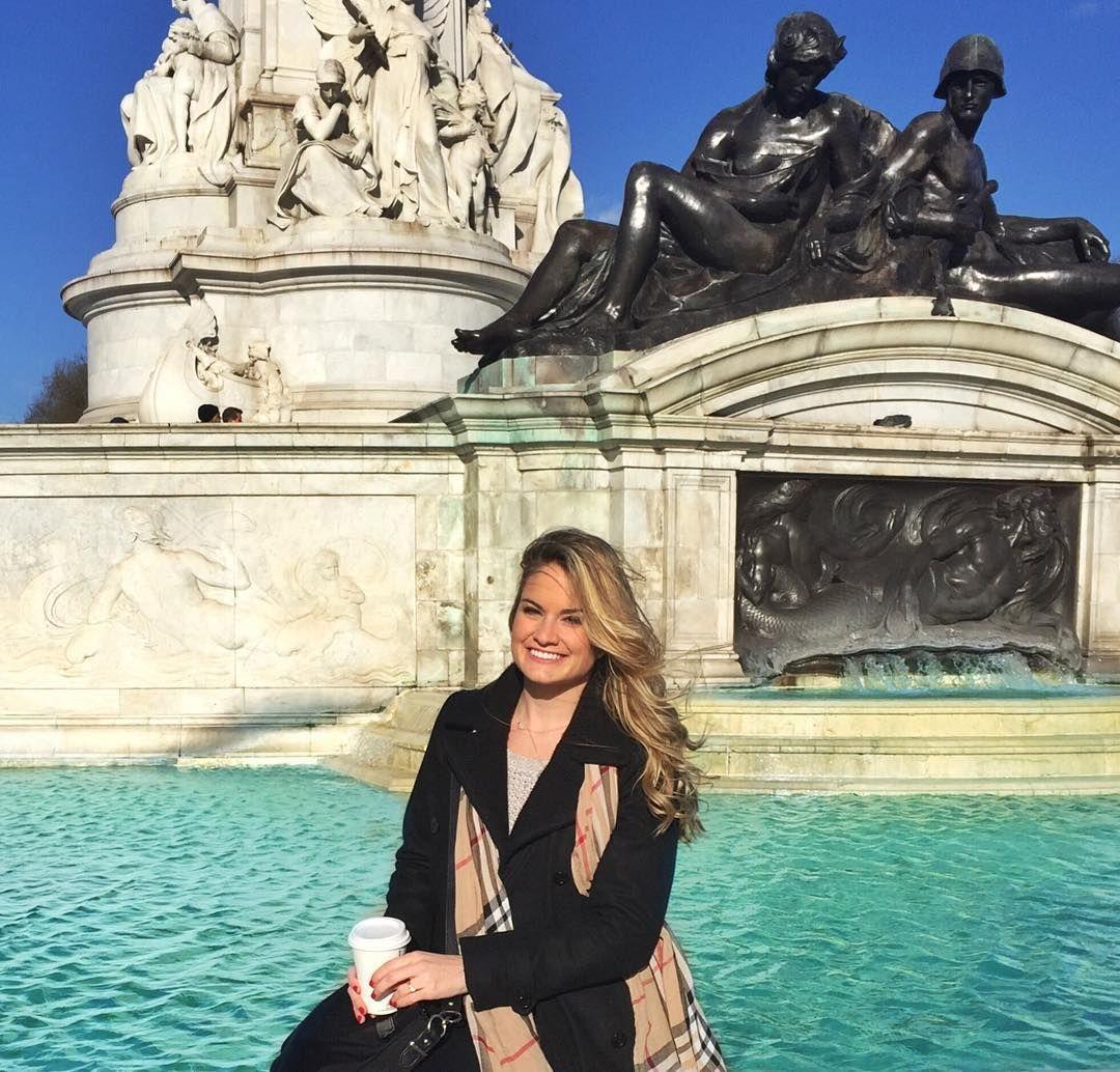 London you never disappoint!  #london #england #buckinghampalace #thisislondon #burberry #starbucks #chilly #windy #explore #travel #travelgram #767 #international #crewlife #cabincrew #flightattendant #work #unitedairlines #layover #ilovemyjob by kaitlynblair_