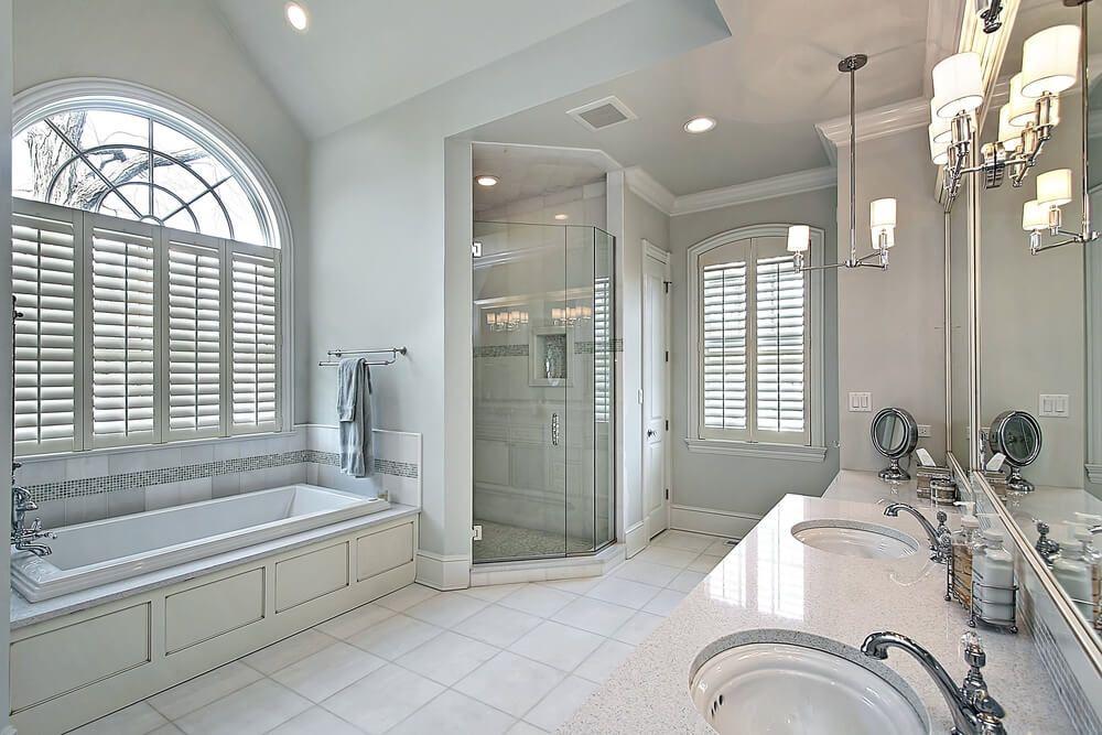 34 Large Luxury Primary Bathrooms That Cost A Fortune In 2021 Luxusbadezimmer Badezimmer Grosse Badezimmer