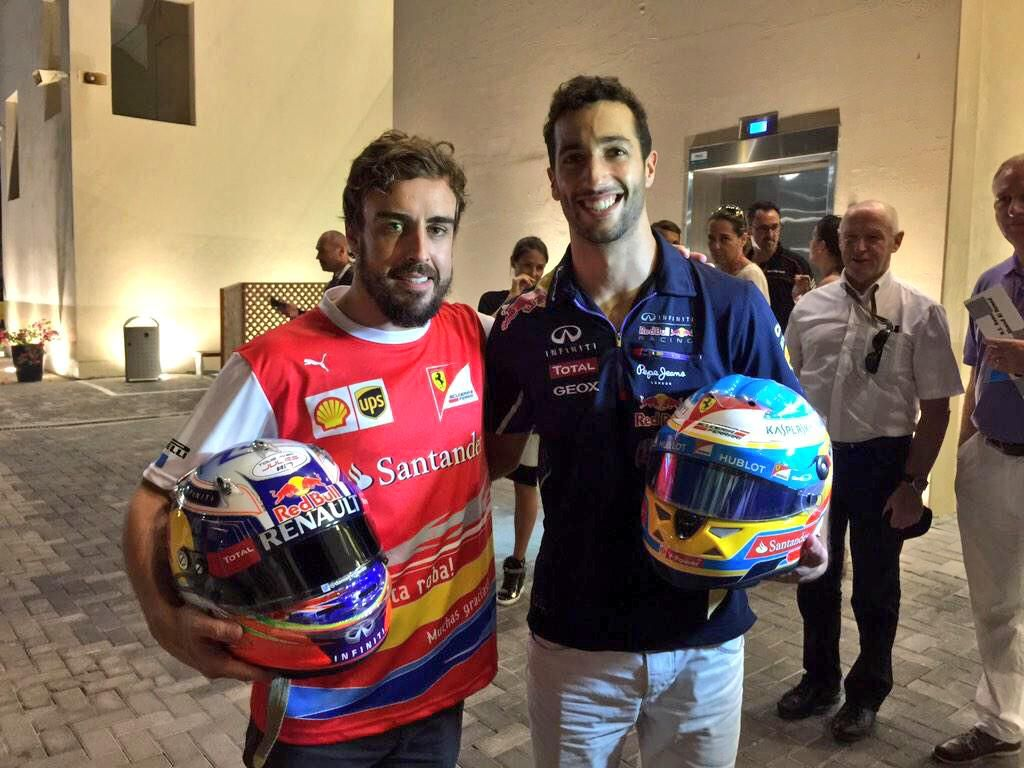 Helmet swap Alonso and Riccardo | Daniel ricciardo, Formula
