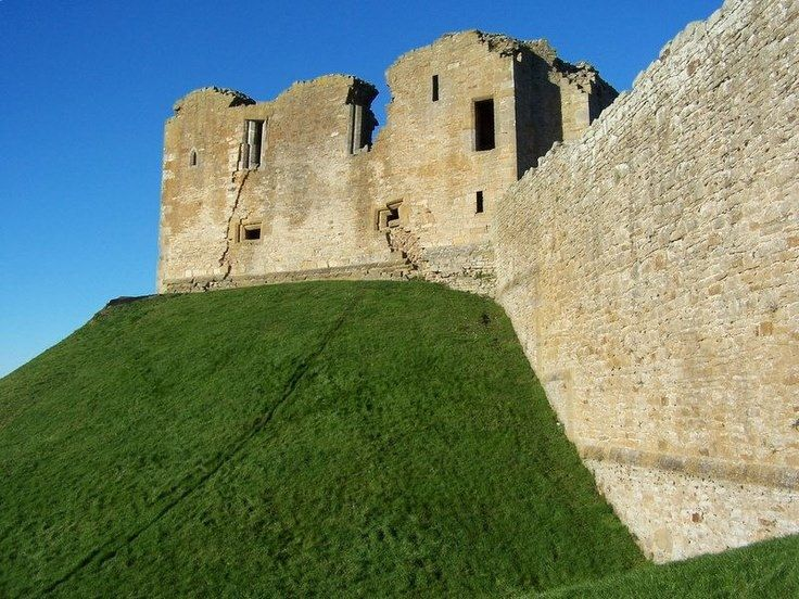 DUFFUS CASTLE -  Sir Freskin, BARON de MORAY 1222-1268  Son of WALTER, Laird of Duffus de MORAY and EUPHEMIA De Ross MacTAGGERT.  Freskin was a Flemish nobleman who settled in Scotland during the reign of King David I.