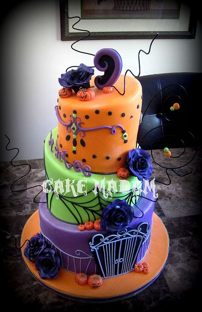 Halloween Birthday Ball cake Halloween birthday, Birthdays and