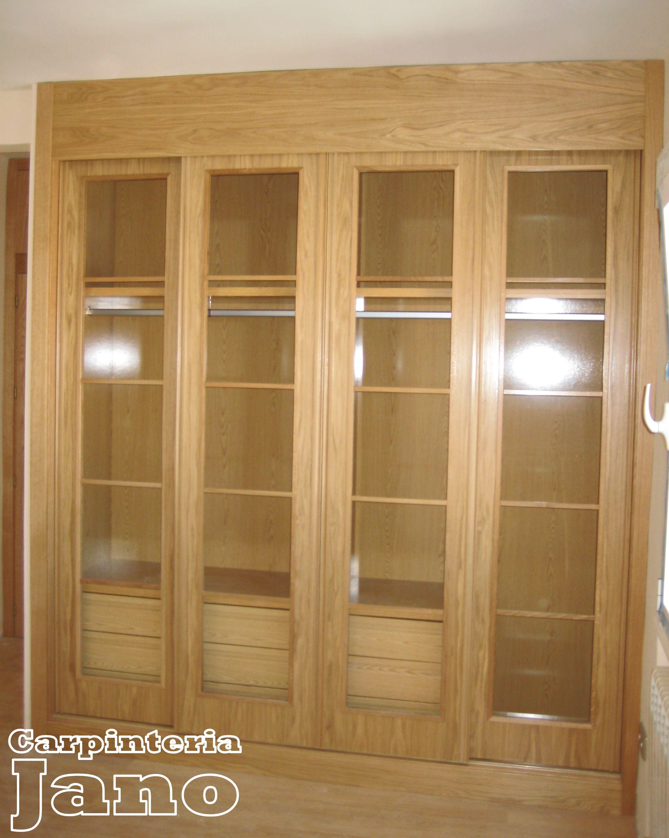 Armario a medida con frente de puertas correderas de roble barnizado preparado para instalaci n - Puertas de cristal para armarios ...