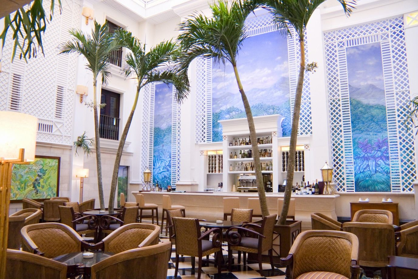 #Bar Mezzanine de estilo #neoclásico, conserva estructura original con grandes ventanales carpintería francesa.