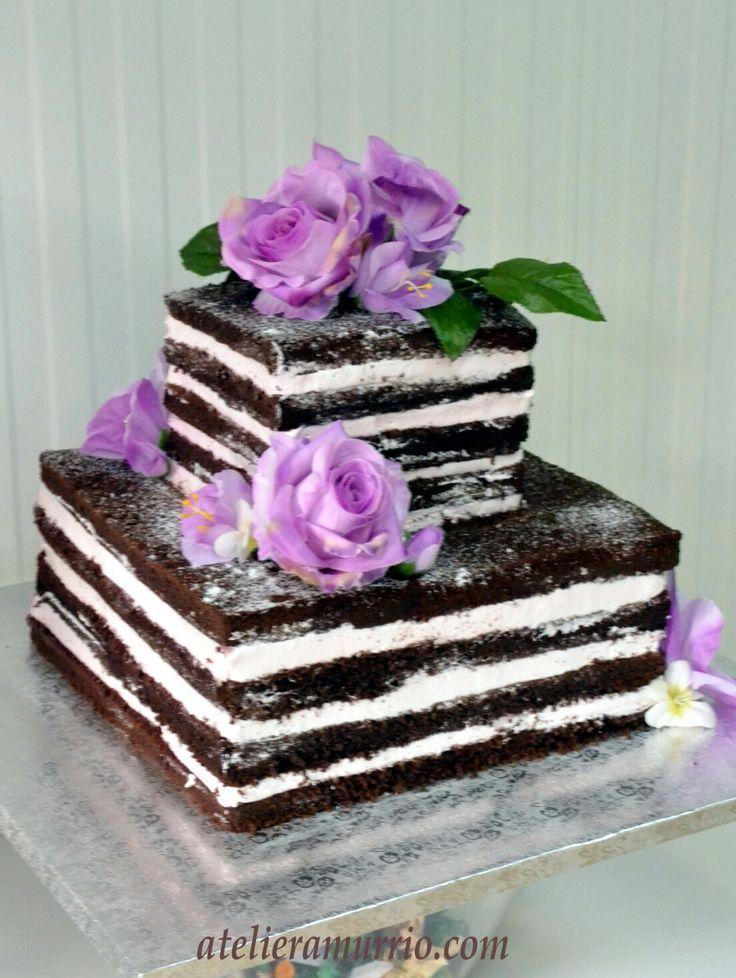 Nacked cake en color malva decorada con flores artificiales. Www.atelieramurrio.com | https://lomejordelaweb.es/