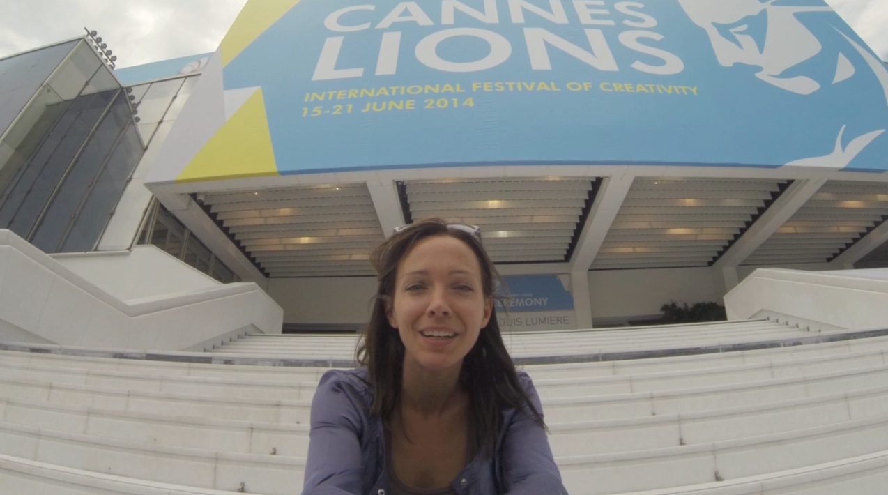 Au sommaire de notre debrief de ce 1er jour passé au 61ème Festival international de la publicité de Cannes : un petit tour au palais, une virée à l'expo ACT Responsible, un focus sur la Fondation Mimi multi-auréolée sur la Croisette et le match Brésil – Mexique version Mondial de la pub.