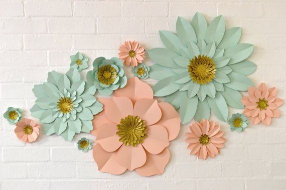 Un conjunto bastante brillante de flores de papel de pared este handmade glitter centre paper flower wall display by comeuppance mightylinksfo