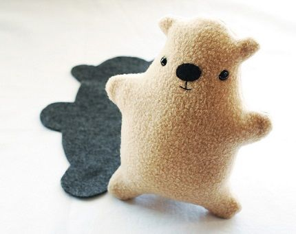 Free pattern: Groundhog softie, with a shadow