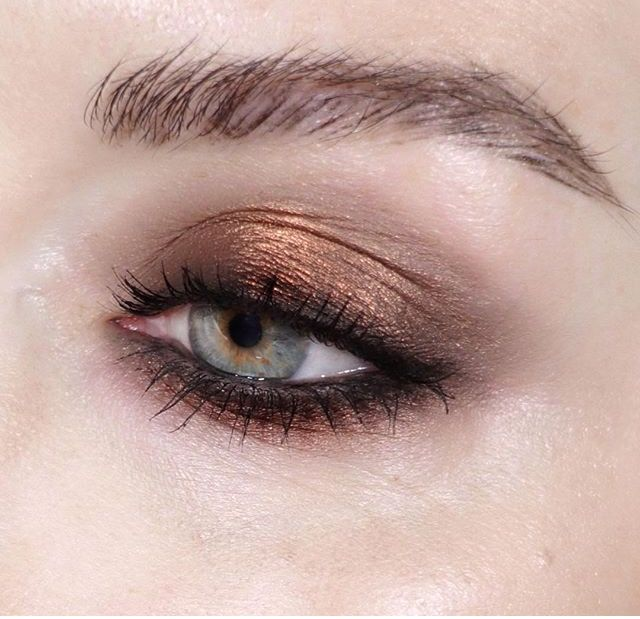 d21a8c5336e1 Katie Jane Hughes using Urban Decay Naked Heat