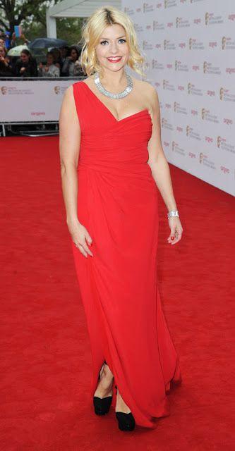 #Bafta2013 Holly Willoughby en rojo Valentino