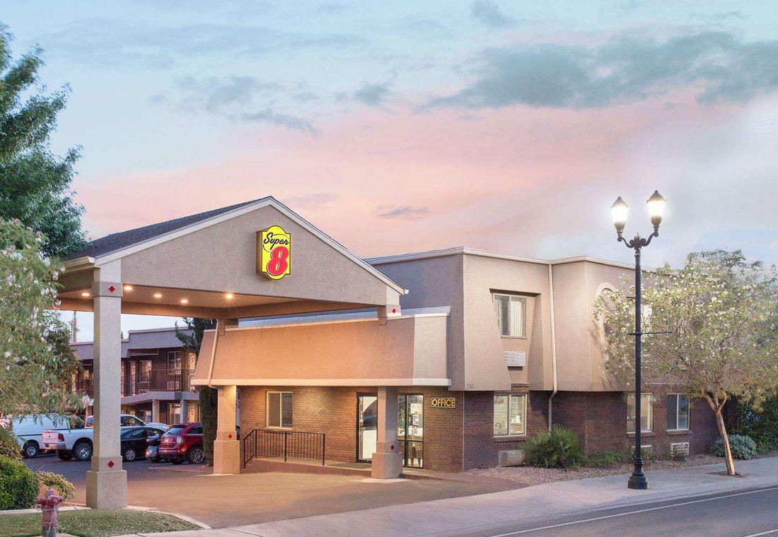 Super 8 Hotel In Saint George Utah Located Off I 15 Is Best Choice