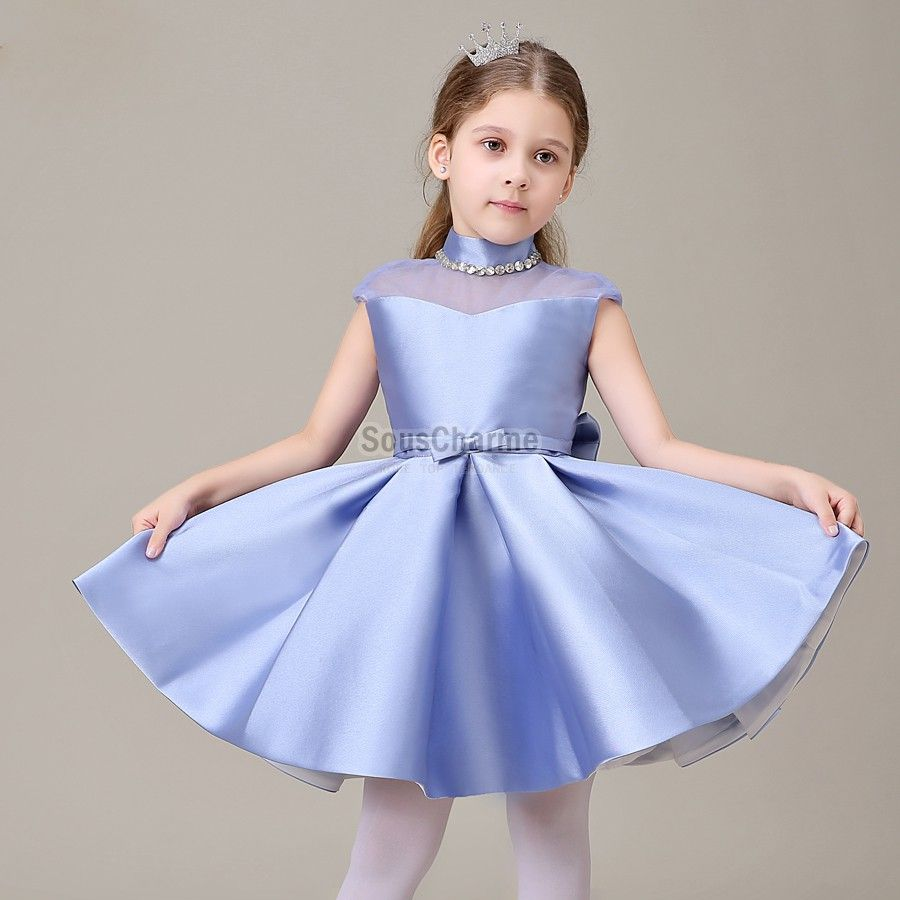 robe de communion enfant fille pas cher en satin bleu ciel avec col montant transparent aux. Black Bedroom Furniture Sets. Home Design Ideas
