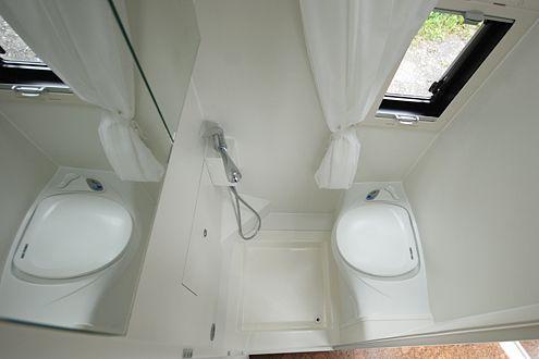 nasszelle im kastenwagen mit oder ohne dusche wohnmobil. Black Bedroom Furniture Sets. Home Design Ideas