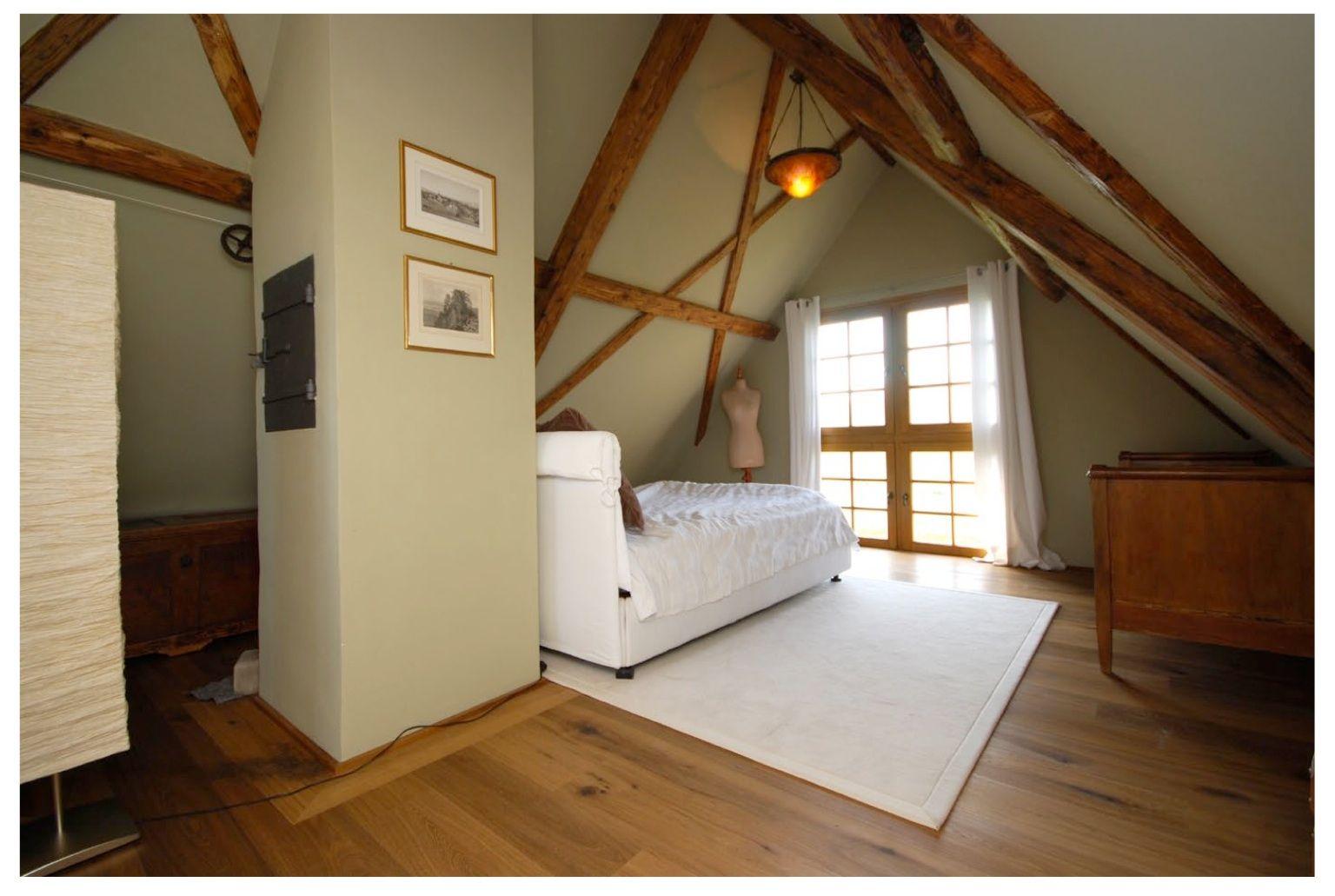 Bedroom, Dachbalken