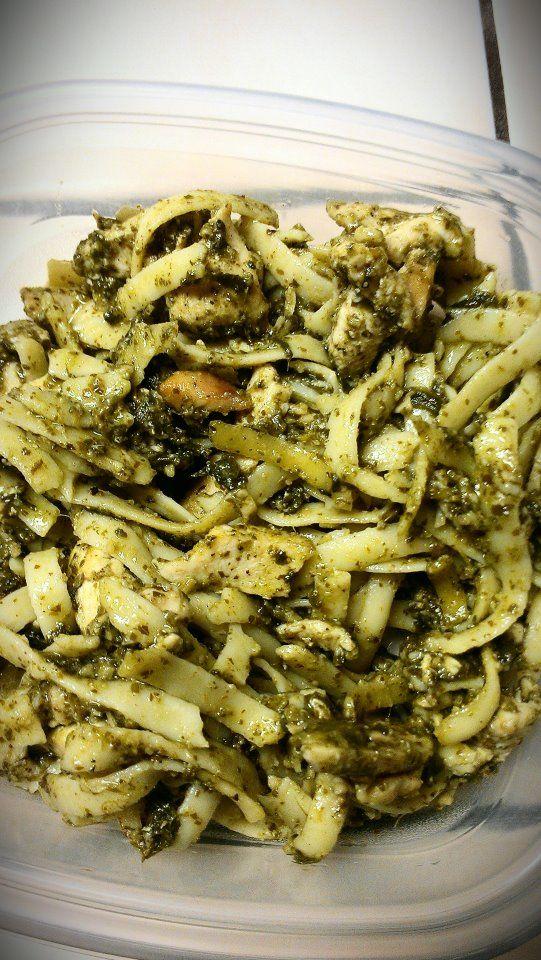 chicken spinach pesto, so delicious! Comment, i'll give you the recipe!