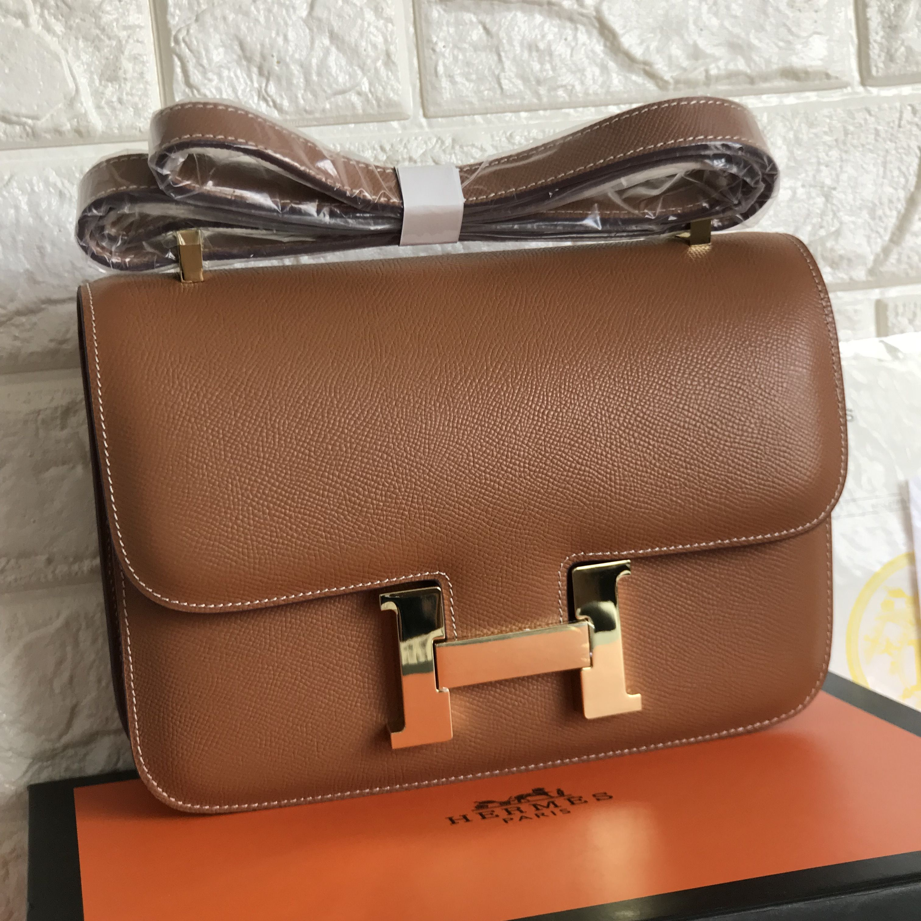 6cda533bec49e Hermes Constance woman cross body sling bag Epsom leather camel brown