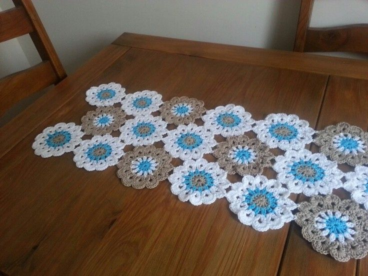 Handmade floral crochet table runner free pattern for 2015 for Instructions to make christmas table decorations