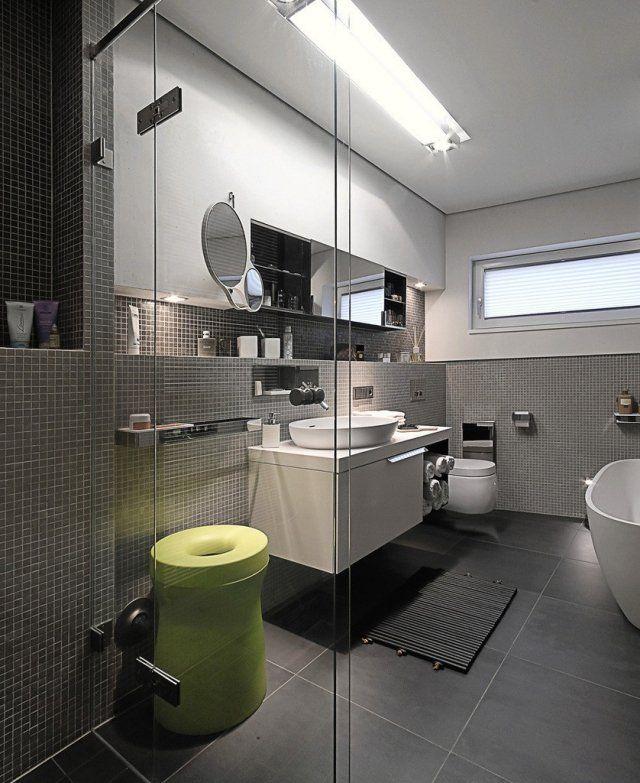 badezimmer graue wand mosaik fliesen wand waschtisch unterschrank  Bathroom  Badezimmer grau
