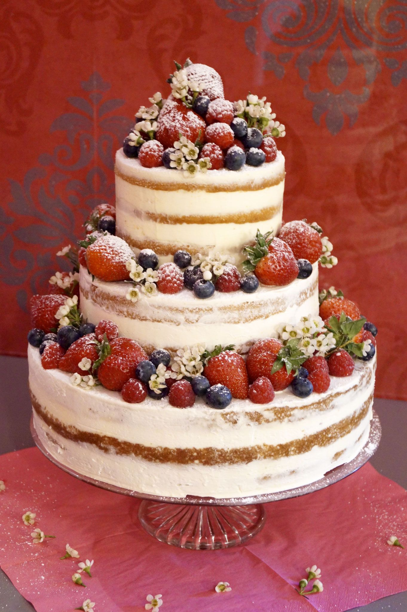 naked cake mit beeren naked cake and wedding. Black Bedroom Furniture Sets. Home Design Ideas