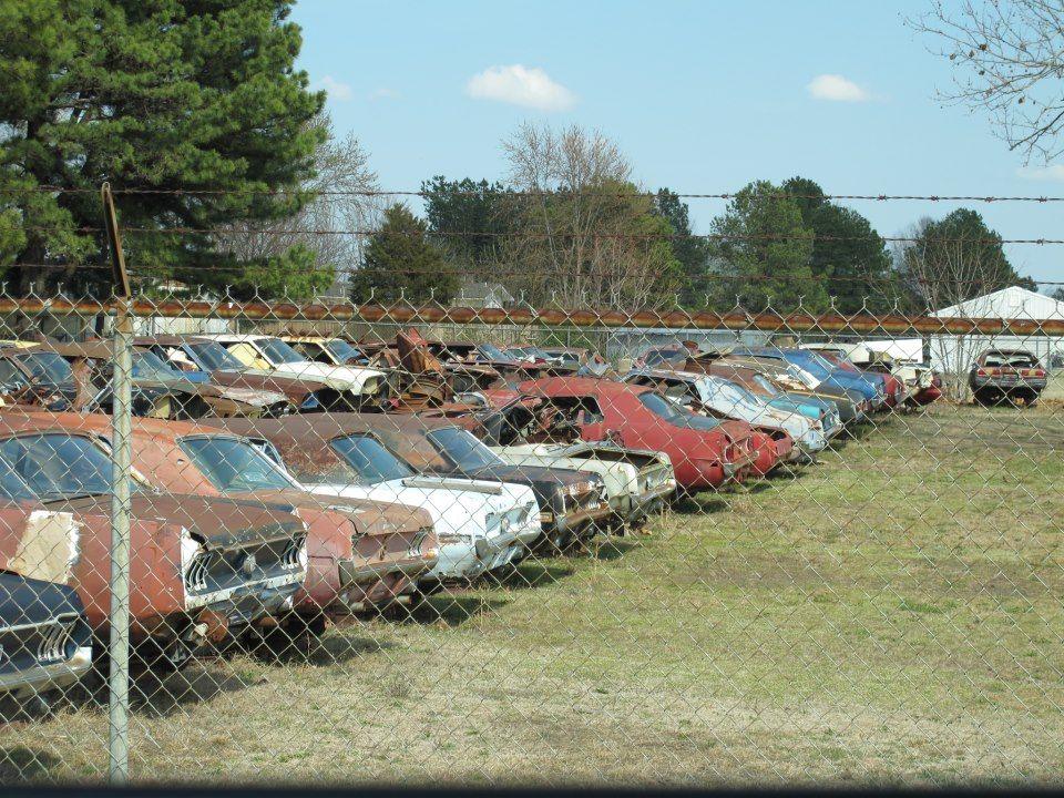 Arkansas, USA Junkyard cars, Barn find cars, Car barn
