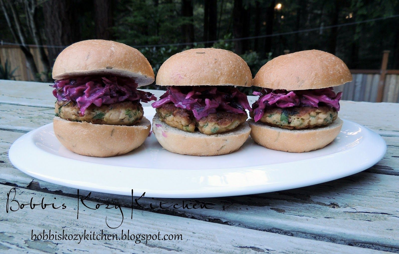 Bobbis Kozy Kitchen: Crispy Salmon Sliders with Lemon Dill Slaw #healthy #appetizers