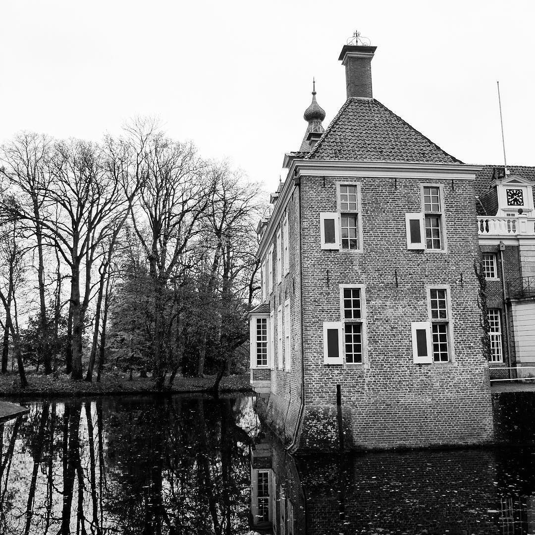 Kasteel Het Nijenhuis #architecture #photography #blackandwhitephotography #museum #heino #wijhe #bnw #ptk_art #wonderful_holland #uwn_holland #dutchmoments #super_holland #history #holland_photolovers #autumn #loves_netherlands #ig_captures #dutch_connextion #igholland #ptk_architecture #naturelovers #mooioverijssel #monochrome by mariannewesterbeek