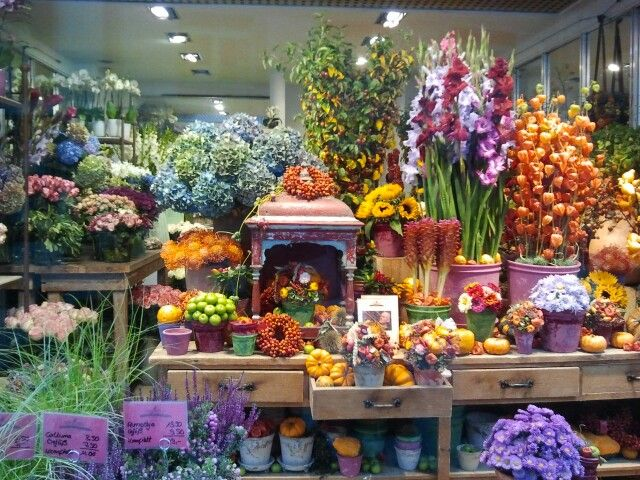 X Colourful Autumnal Display In A Flower Shop Flower Shop Flower Shop Display Garden Center Displays