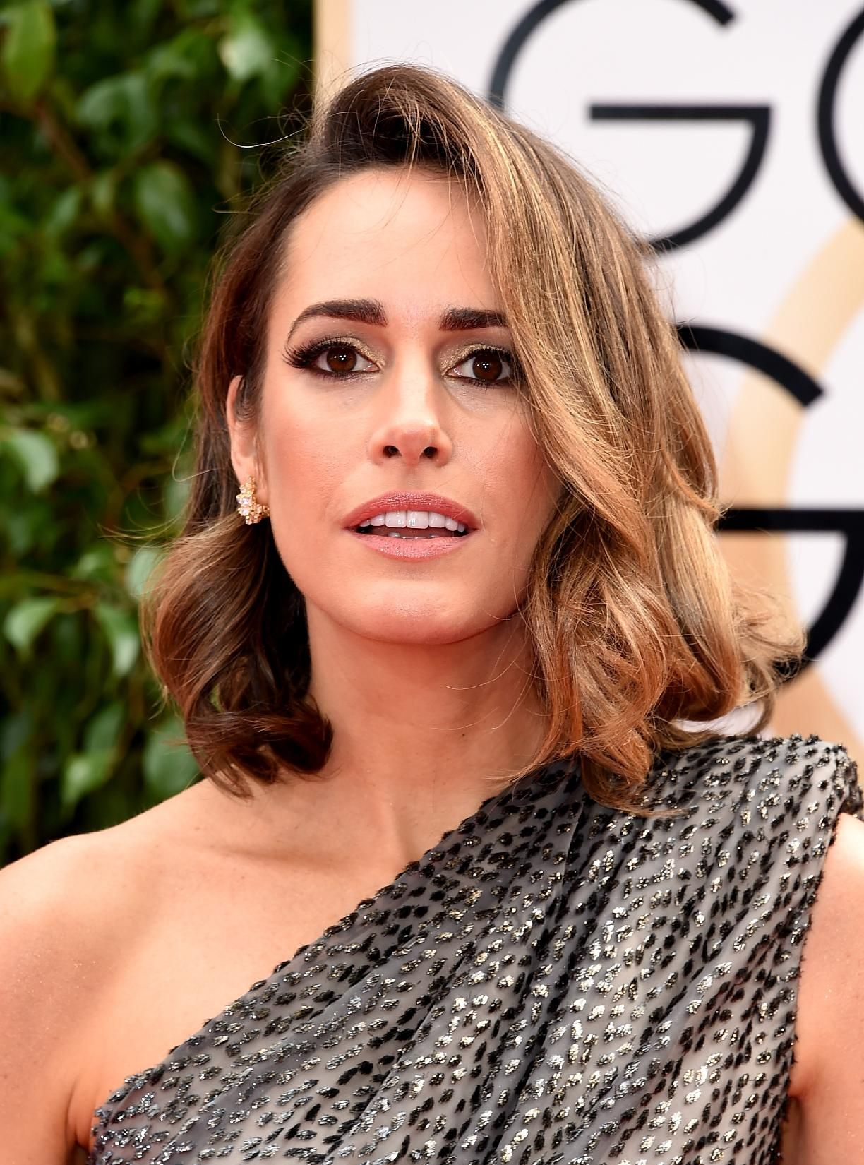 Golden Globes 2016 Louise Roe curly bob