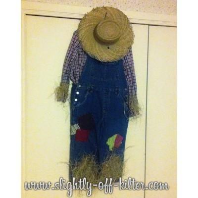 DIY Tutorial: DIY Scarecrow Costumes / DIY Scarecrow Costume - Bead&Cord #scarecrowcostumediy