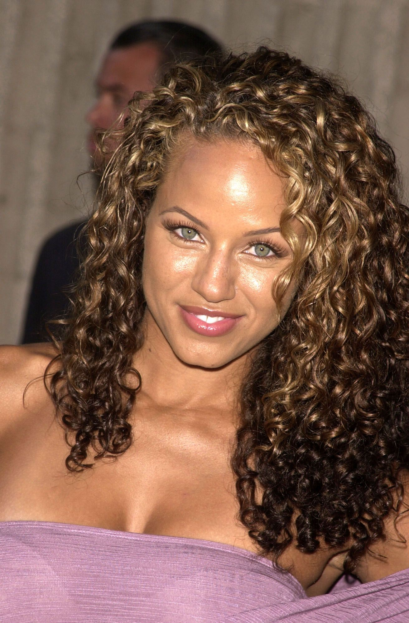 mixed curly hairstyles ideas for mixed chicks | dark blonde