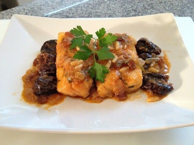 Hoy vamos a preparar un bacalao muy bueno. Es una receta muy fácil de preparar y es uno de los platos típicos en tiempos de Cuaresma.