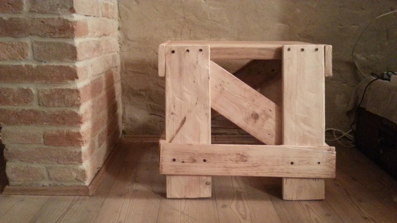 Sgabello Scaletta ~ Sgabello con legno darmo di cantiere edile fabrizia carraro