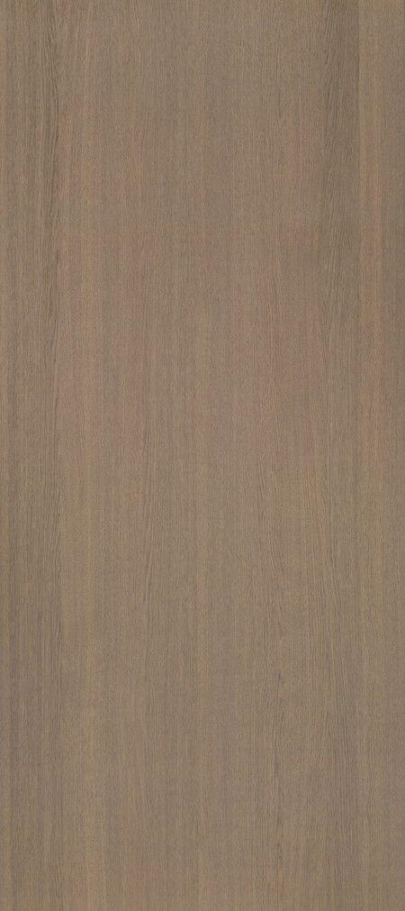 Shinnoki is een uniek fineerproduct. Het is een combinatie van fineer met het gemak van een melamine plaat. De toplaag is gemaakt van fineerhout, dit wordt afgemaakt met een kern van MDF en een tegenfineer op de achterzijde voor de stabiliteit van de plaat. Net als een melamine plaat wordt deze kant-en-klaar geleverd. De Shinnoki panelen kunnen dus meteen worden toegepast zonder verdere verwerking. Deze variant, genaamd Manhattan Oak, is bij Stabilo Interieurbouw verkrijgbaar voor uw…