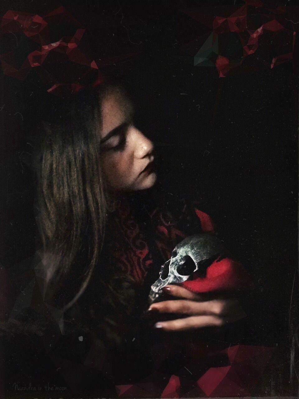 """""""LE RÊVE D LA MORT."""" - #arte #beauty #captura #chica #claroscuro #craneo #dark #dead #doll #ediciones #enchanted #espejo #foto #fotografia #fotografos #frágil #gothic #gotico #joven #mis #misterio #misterios #muerte #oscuros #photography #picture #sueño #tenebroso #vintage"""