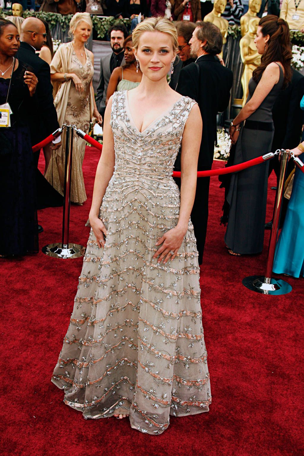 The 30 Most Iconic Red Carpet Dresses Of All Time – Fame10