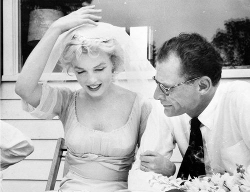 Windy Wedding Reception Hope 1956 Marilyn Monroe Wedding Marilyn Monroe Photos Marilyn Monroe