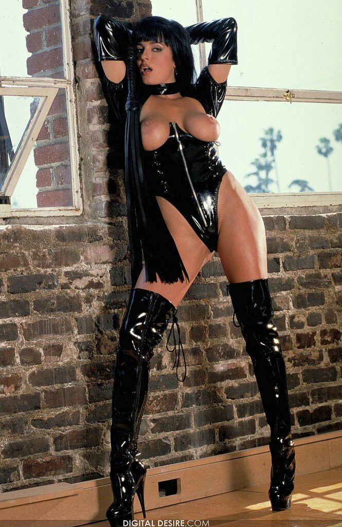 Fetish lady wearing thigh boots pics 527
