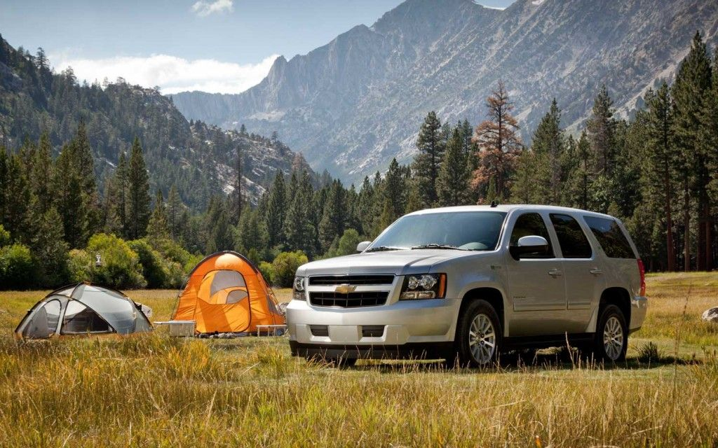 The Chevrolet Tahoe Is Gm S Full Size Suv Model That S Very Similar To The Gmc Yukon Chevrolet Tahoe Green Transportation