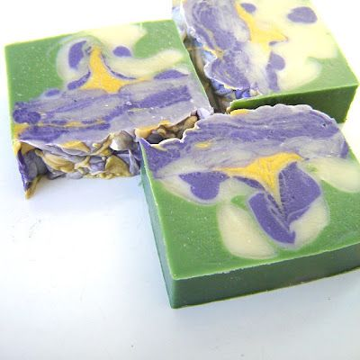 such a beautiful soap! it reminds me of Van Gogh's work!