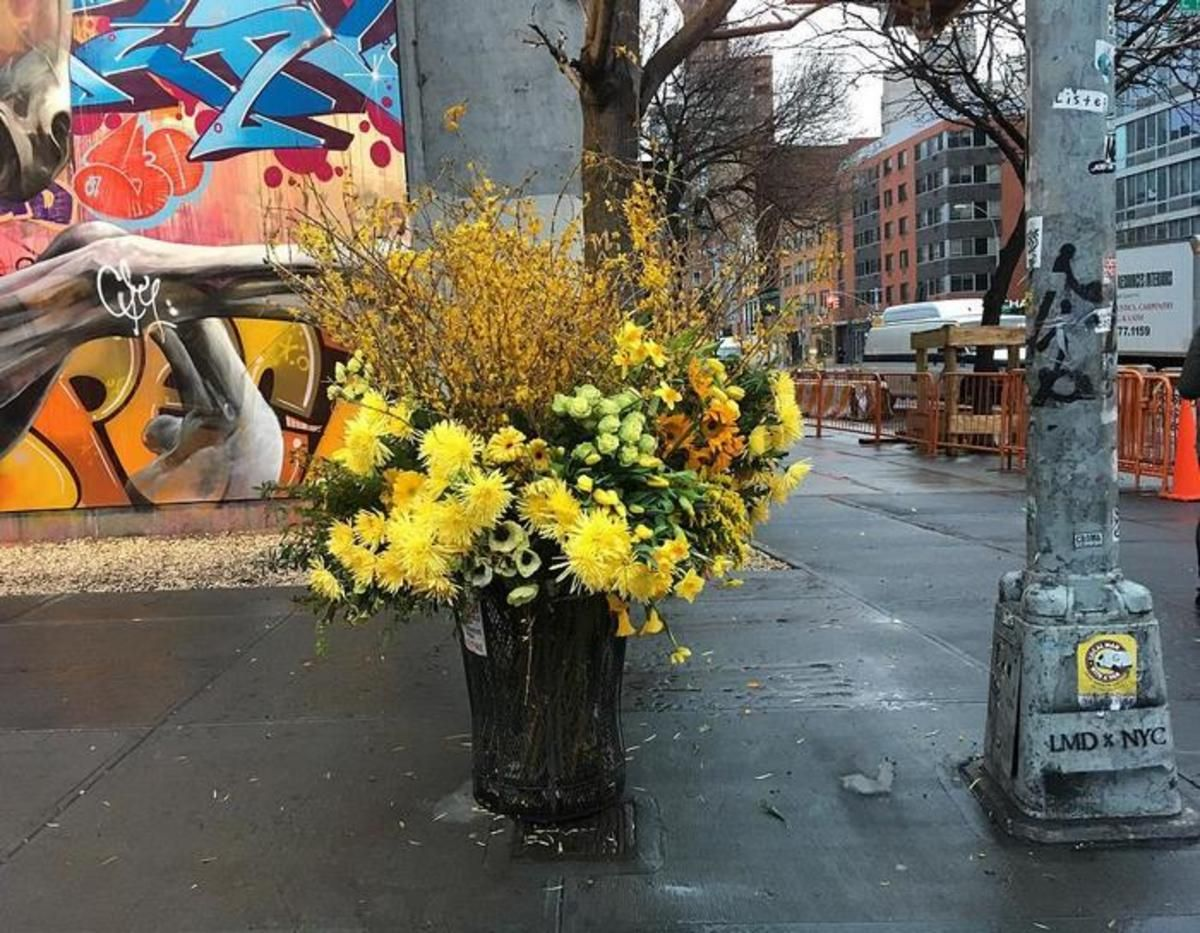 Artist Turns NYC Trash Cans Into Giant Flower Filled Vases Giant - Artist turns nyc trash cans into giant flower filled vases