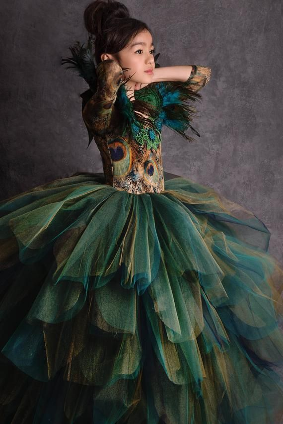 limited edition couture peacock gown in 2019 kost me pfauenkleid pfau kost m und pfau. Black Bedroom Furniture Sets. Home Design Ideas