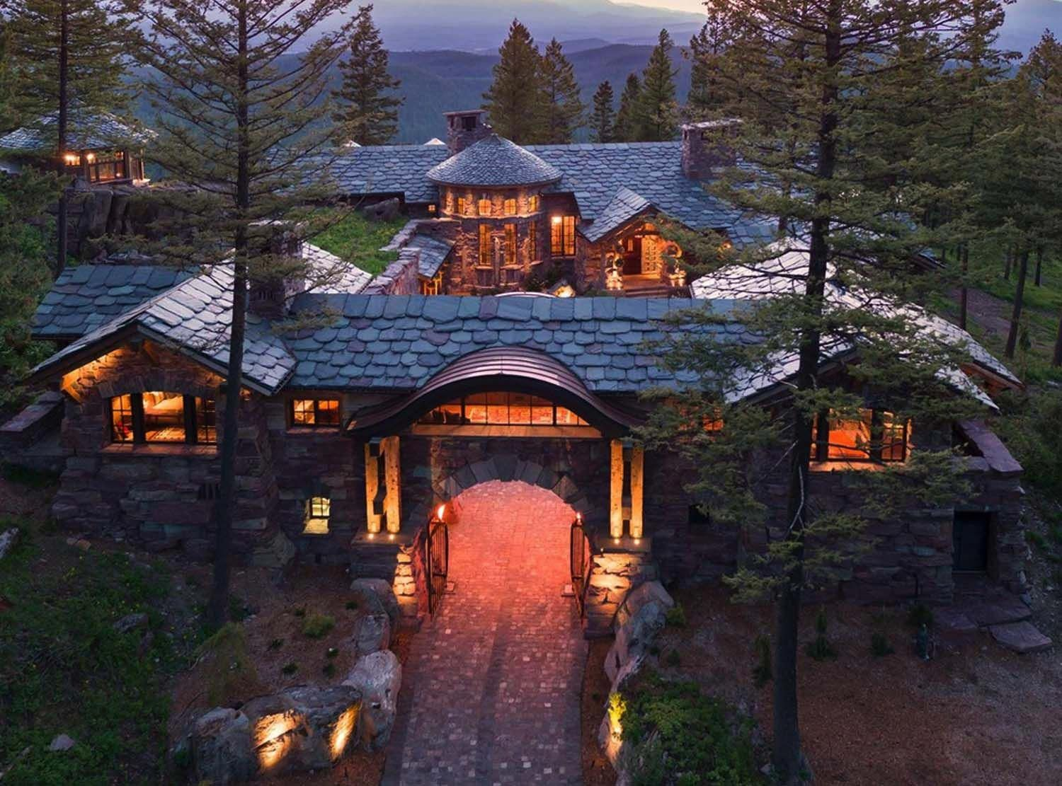 A dreamy Montana mountain retreat: Great Northern Lodge. ∘⚜∘Rustic Log Homes∘⚜∘ - Pinterest: Crackpot Baby #Log.Cabin #mountainhomes
