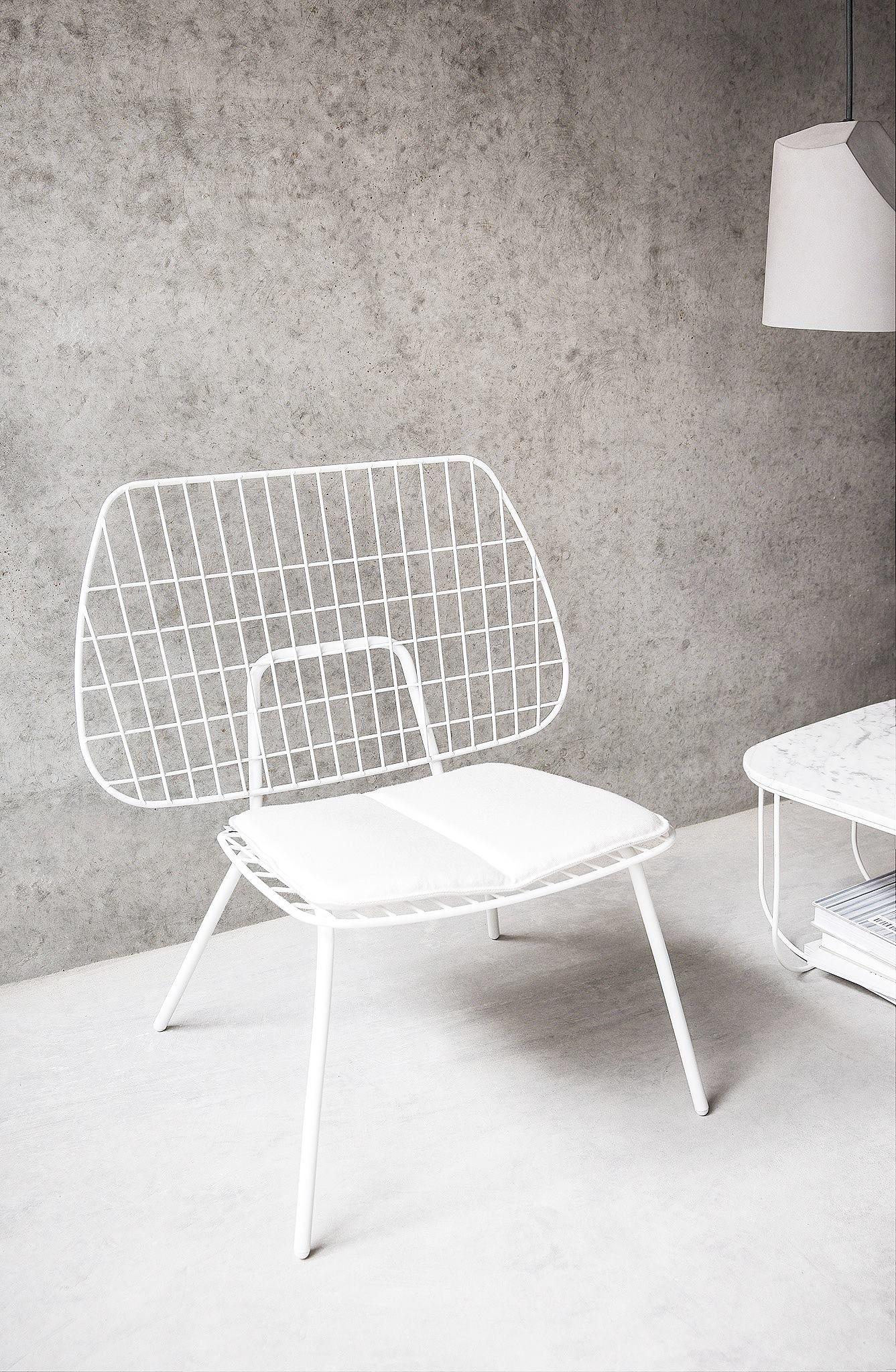 Für den In- und Outdoor Bereich: Der Lounge Chair sieht luftig ...