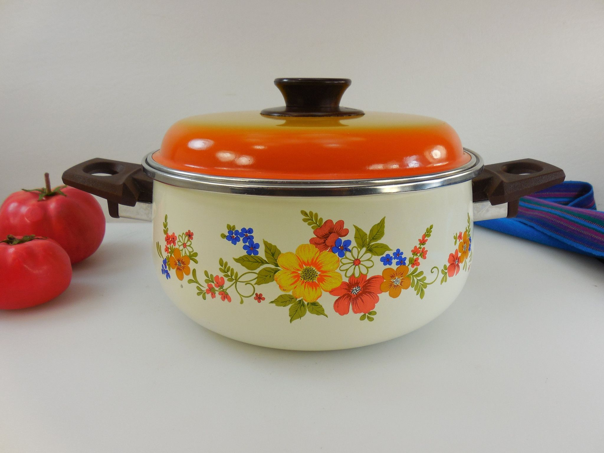 JPM Spain Sweet Flowers Enamelware Cookware 3 Qt Dutch Oven Stock ...