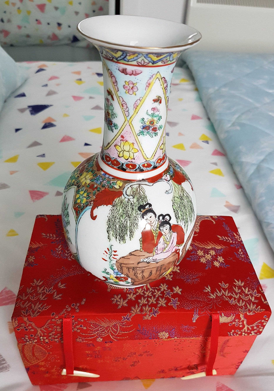 Chinese vase, oriental porcelain vase, vintage chinese