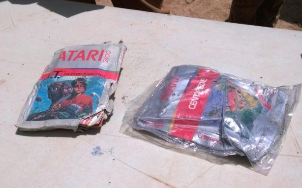 30 Years Later Microsoft Recovers Buried E T Atari Cartridges Nerdist Atari Video Games Atari Atari Games