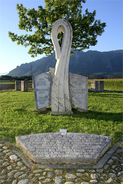 Der Birnbaum auf dem Walserfeld, meist Walser Birnbaum genannt, ist ein ehemaliges Naturdenkmal. Unser Gemeindezeichen, auf das wir sehr stolz sind! :)