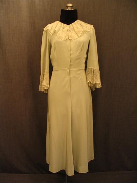 Costumes/20th Century/1930's/Women's Wear/1930's Women's Dresses/09026128 Dress 1930's light green silk, B38 W28
