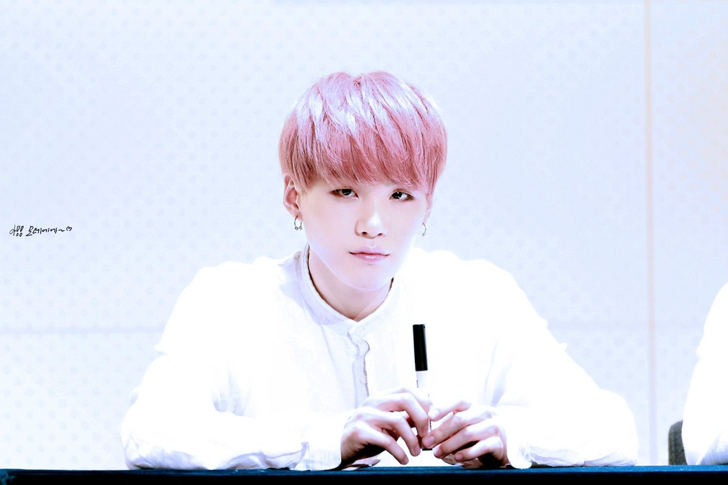 [Picture/Fansitesnap] BTS Fansigning 3rd mini album 화양연화 pt.1 at Gwanghwamun [150509] | btsdiary